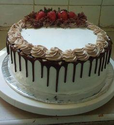26 Ideas chocolate desserts easy cake buttercream frosting for 2019 Chocolate Buttercream Cake, Buttercream Cake Designs, Cake Icing, Chocolate Cake, Cupcake Cakes, Cupcakes, Buttercream Icing, Cake Filling Recipes, Frosting Recipes