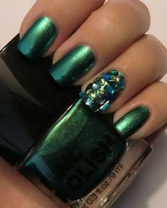 Green nail design #nails #manicure #green