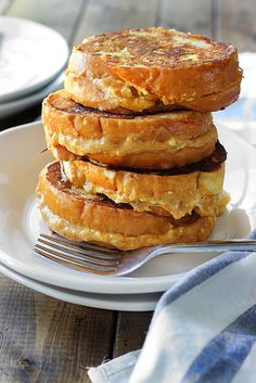 This pumpkin cream cheese french toast is a fun way to celebrate pumpkin season! With a cheesy pumpkin filling and all french toast flavors you love. French Toast Bread Pudding, Pumpkin Cream Cheeses, Pumpkin Recipes, Pumpkin Foods, Fall Baking, Healthy Dessert Recipes, Desserts, Morning Food, Snack