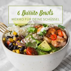 In dieser Thunfisch Burrito Bowl mischen sich schwarze Bohnen, Mais und würziger Feta mit braunem Limettenreis und schmackhaftem Thunfisch.