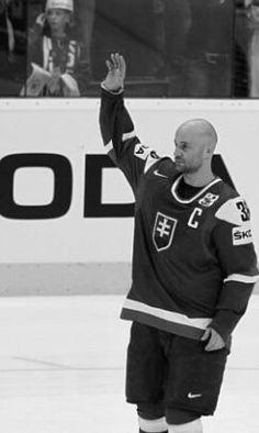 Pavol Demitra :)  the best Slovakia hockey player ever ... R.I.P. :((( chýbaš...