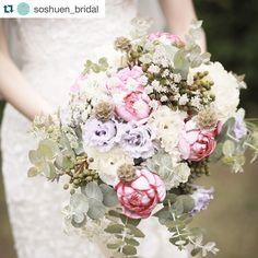 . . 昨年担当させてもらった新婦さまの ブーケ。 ドレスにはもちろん、蘇州園のガーデンウェディングにもぴったりで、ほんとに可愛いかった #thegardenplacesoshuen #riring_design #Repost @soshuen_bridal with @repostapp. ・・・ #weddingbuket #蘇州園#soshuen #wedding #gardenparty