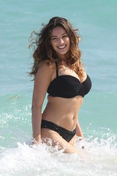 Kelly Brook Sizzling Hot on Beach With Sexy Bikini