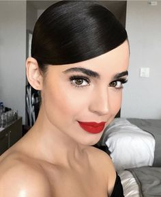 Red Lipstick Looks, Red Lipstick Makeup, Hair Makeup, Red Lipsticks, Wine Lipstick, Red Eyeliner, Burgundy Lipstick, Eyeliner Ideas, Eyeliner Makeup
