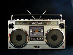Sharp GF-9191 Radios, Mitsubishi Motors, Record Players, Hifi Audio, Boombox, Old Tv, Vintage, Accra, Mixers
