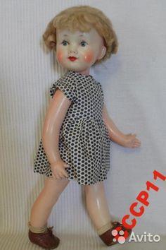 Кукла - пластик - 60г - СССР - 43 см. Глаза роспись, парик клеенный, составы на крючках. Состояние на фото. Во всем родном. Редкая.