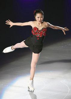 フィギュアスケートのアイスショー「ザ・アイス」大阪公演で、演技を披露する宮原知子=大阪市中央体育館