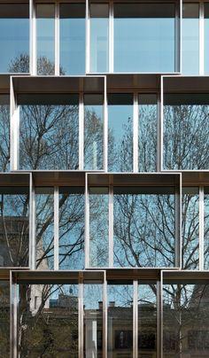 51ae4ed4b3fc4bbb7a0000b7_dolce-gabbana-office-building-piuarch_dolce_gabbana_office_building_3.jpg 1,280×2,196 pixels