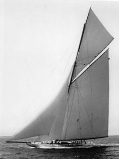 Reliance -1903 winner America's Cup ¶ One of the most beautiful ships of all time.
