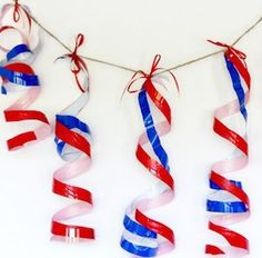 These plastic cup twirlers are the perfectly cheap decoration for the of July or any other holiday! And it is a great way to recycle Solo cups! Christmas Lights Etc, Diy Christmas Decorations For Home, 4th Of July Decorations, Diy Party Decorations, Christmas Diy, Christmas Ornament, Holiday Decor, 4th Of July Party, Fourth Of July