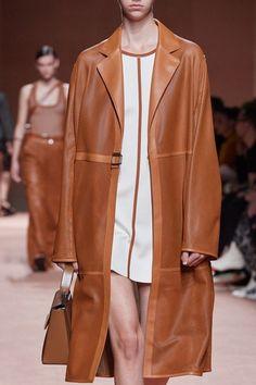 Hermès Spring 2020 Ready-to-Wear Collection - Vogue Lux Fashion, Petite Fashion, Leather Fashion, Fashion Details, Couture Fashion, Spring Fashion, High Fashion, Fashion Show, Fashion Outfits