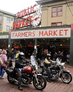 Couple of bikers at the Pike place market in Seattle.
