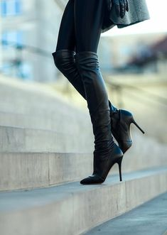 20 Trendy Shoe Styles On The Street For 2014 - Style Estate - Black Botas Boots Stivali Trendy Shoes, Cute Shoes, Me Too Shoes, Thigh High Boots, Over The Knee Boots, Heeled Boots, Bootie Boots, Stiletto Boots, Zara Boots