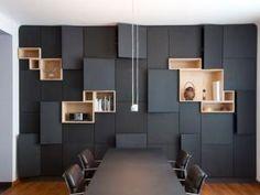 des portes de placards noires mates, des boites de bois... - par SAND webique
