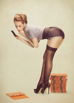 There's something that's not only classy, but sexy about the style of pin up photos. Phlearn explains the concept of their tech inspired retro pin up photoshoot. Pin Up Vintage, Retro Pin Up, Photo Vintage, Mode Vintage, Vintage Style, Retro Vintage, Poses Pin Up, Pinup Art, Pin Up Photography