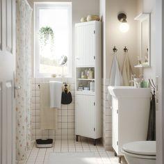 Bagno con elemento angolare, mobile per lavabo e specchio con mensola, tutto in bianco – IKEA