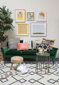 Green Velvet sofa with multi-color lighting вот так я себе пелставляю гостиную: светлые стены, светлый пол, зеленый диван, яркие подушки и детские рисунки. никакого пафоса
