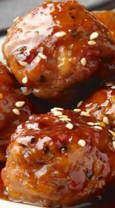 Honey Garlic Meatballs Honey Garlic Meatballs with an easy Honey Garlic Sauce recipe - make beef or pork meatballs with the easiest, most delicious Honey Garlic Sauce you'll find. Ground Beef Recipes, Pork Recipes, Chicken Recipes, Cooking Recipes, Barbecue Recipes, Cooking Tips, Baked Chicken, Beef Dishes, Food Dishes
