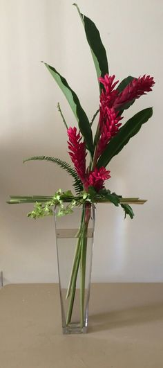 Tropical Flower Arrangements, Ikebana Arrangements, Tropical Flowers, Flower Centerpieces, Flower Vases, Hotel Flowers, Small White Flowers, Flower Quotes, Arte Floral