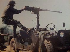 American soldier fire a Browning M2, ´Nam