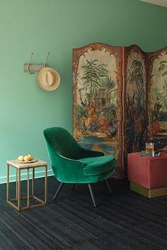 Biombo vintage: Nesse canto com estilo de Adriana Frattini, produção de Natália Martucci e foto de Roberto Cecato, o biombo vintage dá o toque romântico. #diadosnamorados #romance #romantic