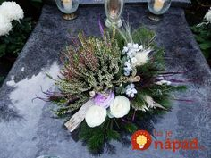 Pin na nástenke vence Grave Flowers, Altar Flowers, Funeral Flowers, Funeral Flower Arrangements, Christmas Floral Arrangements, Grave Decorations, Flower Decorations, Diy Christmas Gifts, Christmas Wreaths