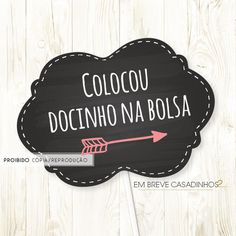 Plaquinha pra Selfie, placas divertidas, plaquinha personalizada casamento, photobooth, placas personalizadas, criatividade, plaquinhas divertidas, plaquinhas casamento, plaquinhas festa, balões de fala, balões de fala divertidos Diy Party Decorations, Party Themes, Lila Party, Dream Wedding, Wedding Day, Marry Me, Wedding Signs, Special Day, Photo Booth