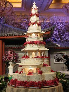 big wedding cakes This breathtaking Japanese pagoda cake has an astonishing nine tiers. It features intricat. Huge Wedding Cakes, Castle Wedding Cake, Extravagant Wedding Cakes, Elegant Wedding Cakes, Beautiful Wedding Cakes, Gorgeous Cakes, Wedding Cake Designs, Pretty Cakes, Amazing Cakes