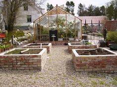 Bildergebnis für drivbänk i tegel Backyard Vegetable Gardens, Potager Garden, Outdoor Gardens, Hay Bale Gardening, Colorful Plants, Flowers Perennials, Urban Farming, Raised Garden Beds, Garden Inspiration