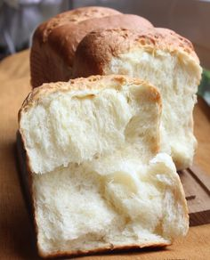 I often asked myself, why have I not attempt to bake one of the top favourite bread loafs around. If you are wondering which one I am refer. Japanese Milk Bread, Japanese Food, Bread Bun, Easy Bread, Soft Bread Recipe, Hokkaido Milk Bread, Paleo Pumpkin Bread, Babka Recipe, Breakfast