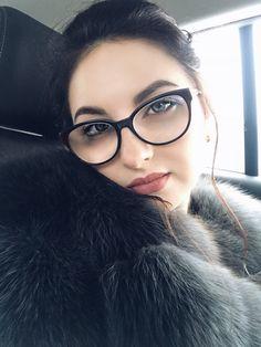 Girls With Glasses, Eyes, Fashion, Moda, Fashion Styles, Fashion Illustrations, Cat Eyes