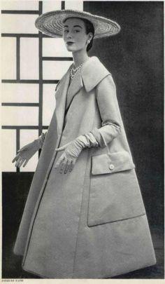 Retro Fashion fashion jacques fath swing coat with jumbo pockets - Vintage Coat, Looks Vintage, 1950s Fashion, Vintage Fashion, Club Fashion, Classy Fashion, Vintage Glamour, Vintage Ladies, Vintage Vogue
