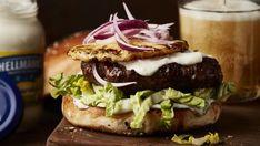 Burger s grilovaním mäsom Hamburger, Ethnic Recipes, Food, Essen, Burgers, Meals, Yemek, Eten