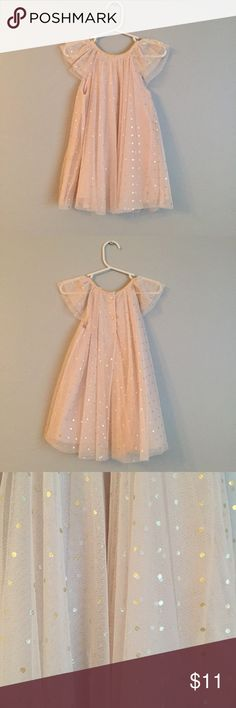 H&M Dotted Tulle Dress in Light Pink/Blush 12-18m H&M Dotted Tulle Dress in Light Pink with silver and gold dots. *Like new*, washed and hung dry but never worn. This dress would be perfect for a flower girl or birthday party dress, or even a princess party! 👸🏻 👸 👸🏽   DESCRIPTION Dress in soft tulle with shimmery, printed metallic dots. Short ruffled sleeves and button at back of neck. Lined.  DETAILS 100% polyester. Machine wash cold  BUNDLE TO SAVE! H&M Dresses