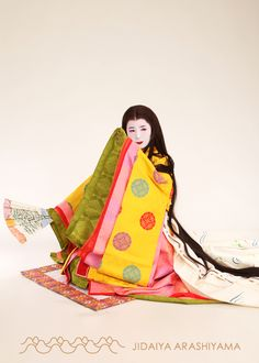 A women dressed in junihitoe at a kimono photography experience. #heian #heiankyo #junihitoe
