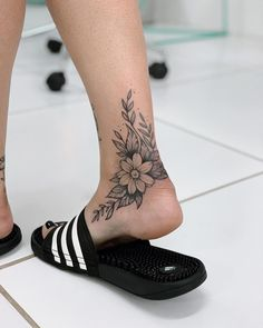 35 cool foot tattoos ideas for women 2019 – page 17 of 35 – beauty zone x. – foot tattoos for women Foot Tattoos Girls, Cute Foot Tattoos, Ankle Tattoos For Women, Tattoos For Women Flowers, Girl Tattoos, Flower Foot Tattoos, Tatoos, Tattoo Flowers, Tattoo Women