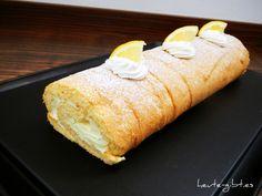 Erfrischende Zitronenrolle. Lecker, besonders an heißen Sommertagen!