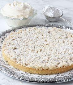 Det bästa av två världar –kladdkaka och semla i ett! Vanilla Cake, Food And Drink, Sweets, Bread, Desserts, Milkshakes, Smoothies, God, Tailgate Desserts