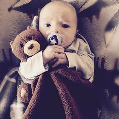 Someone loves their bear #applepark #picnicpals #bearblankie #baby #cuddles #organic #snuggles #peachpearkids