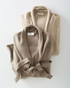 Wonderfully comfortable — and eco-friendly. In purely natural, undyed cashmere, simply styled with long sleeves and slightly dropped shoulders.my favorite piece to wear! Cashmere Robe, Cashmere Sweaters, Cardigan Blazer, Neutral Outfit, Beige Sweater, Trends, Eileen Fisher, My Wardrobe, Lana