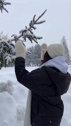 Winter Time, Winter Season, Baby Winter, Winter Hats, Mode Au Ski, Ft Tumblr, Applis Photo, Insta Photo Ideas, Christmas Aesthetic