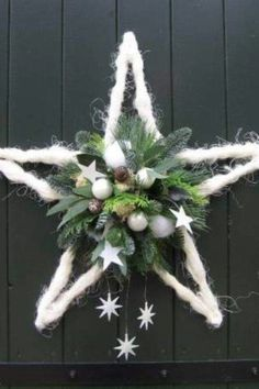 Kerstster - Top Of The World Christmas Flowers, Christmas Door, Rustic Christmas, Winter Christmas, Christmas Holidays, Christmas Christmas, Christmas Projects, Christmas Crafts, Christmas Ornaments