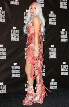 Style : les pires looks des stars Vanity Fair, Lady Gaga Joanne, Lady Gaga Fashion, Ga Ga, Glamour, Female Singers, Red Carpet, People, Icons