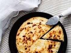 Leipäjuusto on rakastettu perinneherkku, joka onnistuu kotiuunissakin. Juustomassan tekeminen on helppoa; tarvitset vain maitoa, juoksutetta ja suolaa.