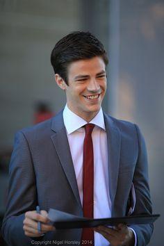 A business man😍 Flash Tv Series, Cw Series, Sebastian Glee, Grant Gusting, Flash Funny, O Flash, Soprano, The Flash Grant Gustin, Dc Tv Shows