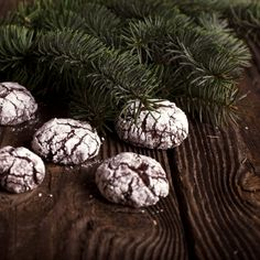Crooked chocolate cookies are perfect for a lovely winter coffee break. Beautiful from the outside and delicious from the inside - must try!