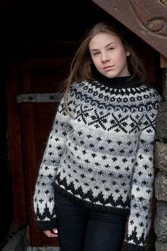 litlaprjonabudin's Auðna for Katla Fair Isle Knitting, Lace Knitting, Knit Crochet, Knitting Patterns, Icelandic Sweaters, Fair Isle Pattern, How To Start Knitting, Warm Outfits, Christmas Knitting