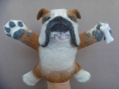 The English bulldog. Hand puppet. Wet felted.bibabo.
