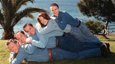 Museum to display mind-blowingly 'Awkward Family Photos'