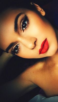 Kendal Jenner. Makeup. Love the thick eyebrows and neutral makeup with a bright red lip! Perfection!